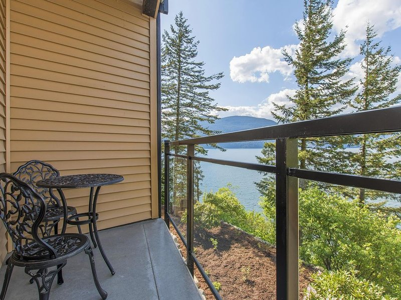 'The Lodge on Harrison Lake' (Suite #1), holiday rental in Harrison Hot Springs