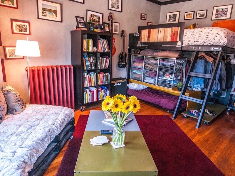 ALLSTON LOADED STUDIO: Steps to BU, BC & hospitals, holiday rental in Brookline