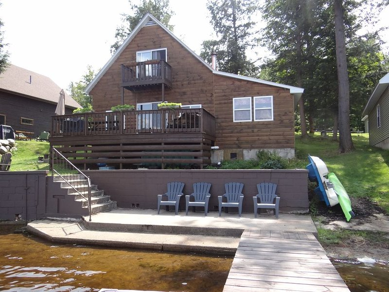 Peaceful Cottage on the Water ~ Kayaks, SUP Board, Canoe,  Hot Tub, Sauna, holiday rental in Star Lake