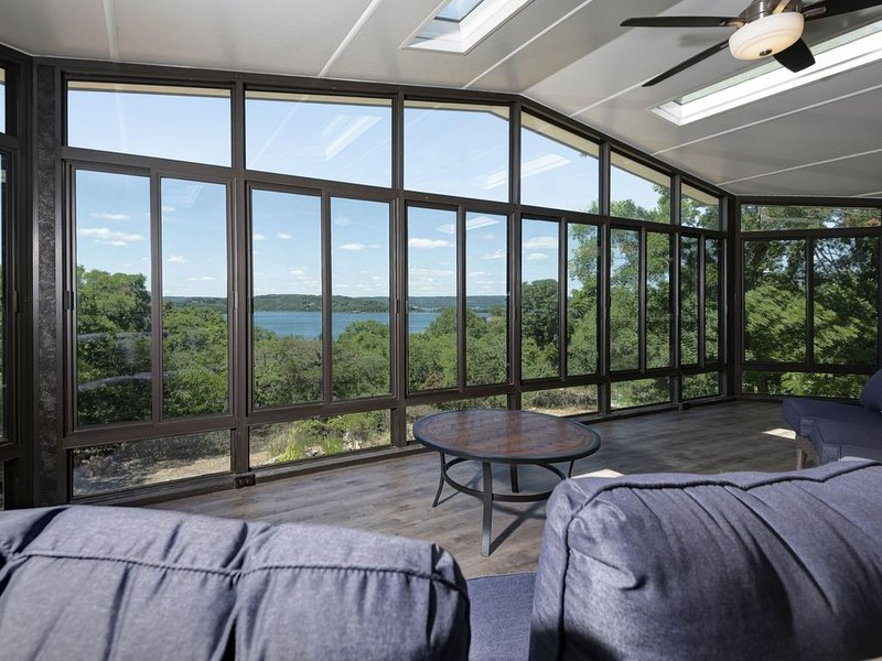 TABLE ROCK LAKE VIEW HOME, holiday rental in Lampe