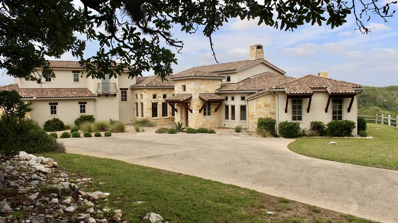 The Best Of The Texas Hill Country!, holiday rental in Ingram