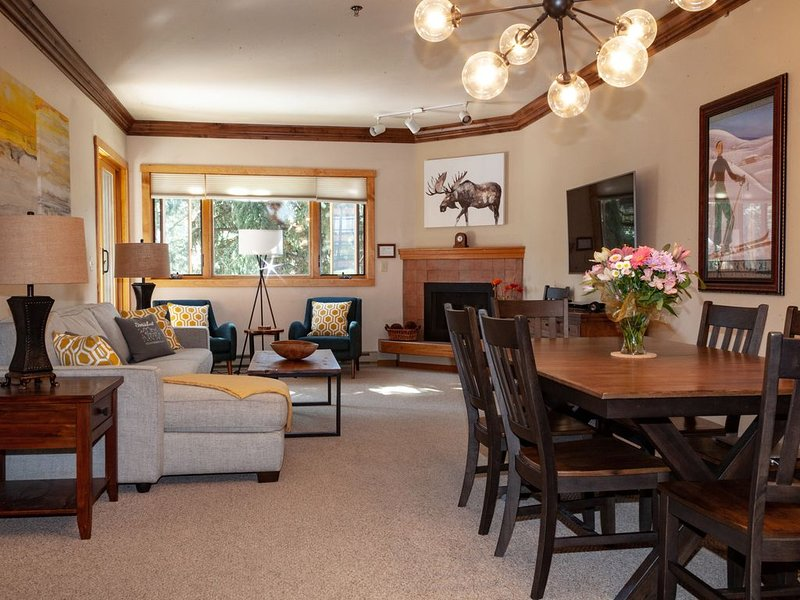 Charming & Spacious 4BR/3BA ~ Family Friendly, *Base, Mtn View, Hot Tub/Pool, holiday rental in Steamboat Springs