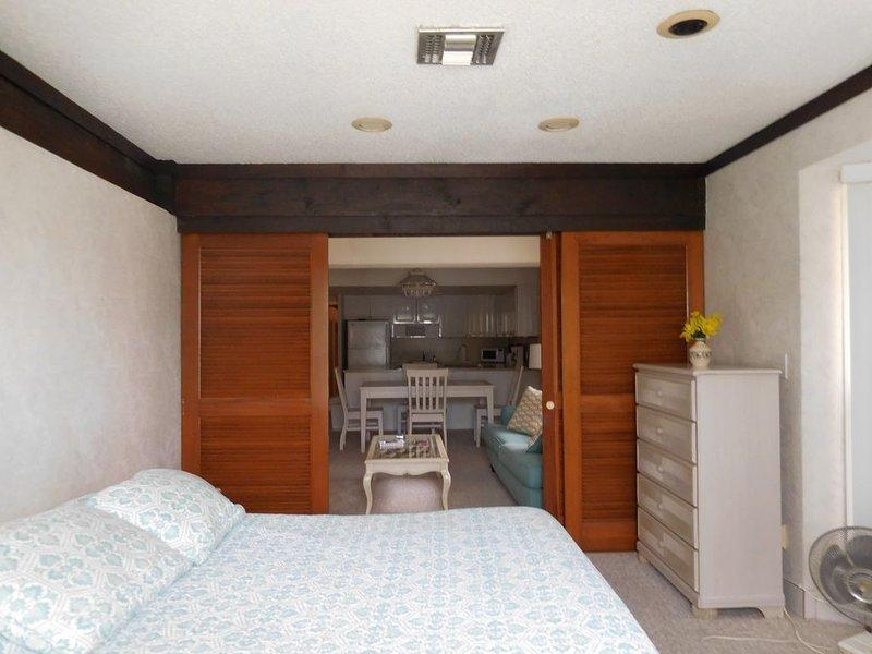 Large front bedroom w/ queen bed