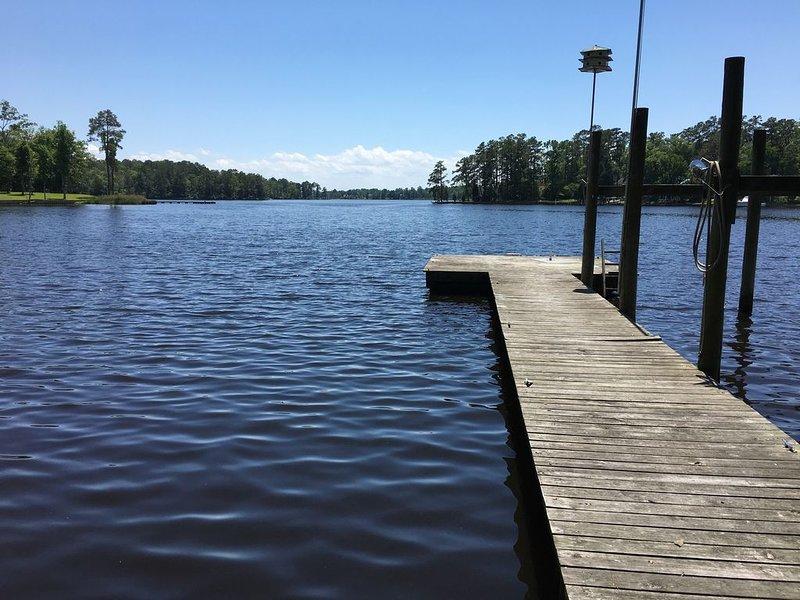 Nada, pesca, atraca tu bote o simplemente relájate en nuestro muelle privado.