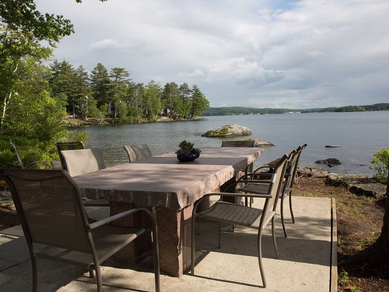 RENT YOUR OWN ISLAND on beautiful Lake Winnipesaukee!, aluguéis de temporada em Laconia