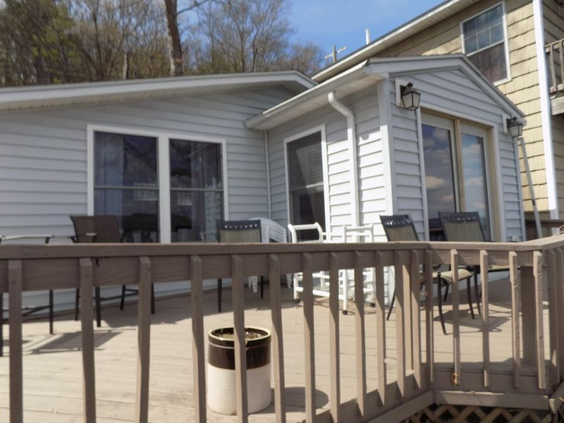 Waterfront Cottage with moorage on Keuka Lake, location de vacances à Hammondsport