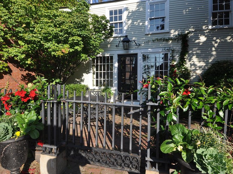 History and Comfortable Luxury Downtown, alquiler de vacaciones en Kittery Point