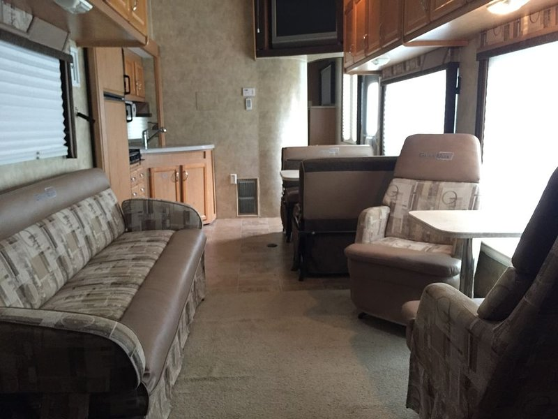 RV on Lake Placid waterfront, holiday rental in Seguin