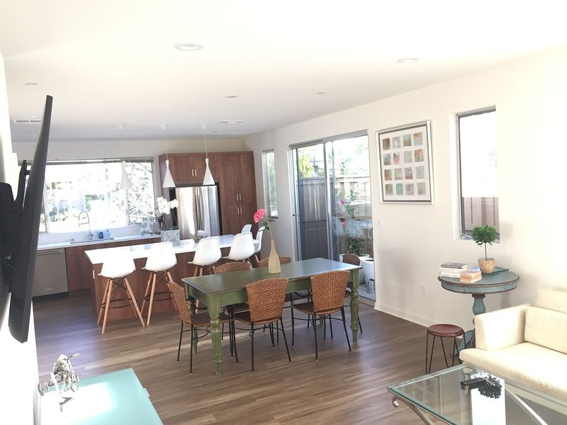 Cozy Costa Mesa Retreat, 2 blocks from Newport Beach, vacation rental in Costa Mesa
