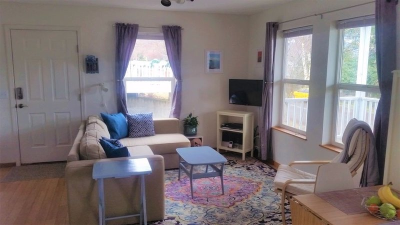 Cozy & Convenient 2BR/1BA Downtown Apartment, vacation rental in Hood River