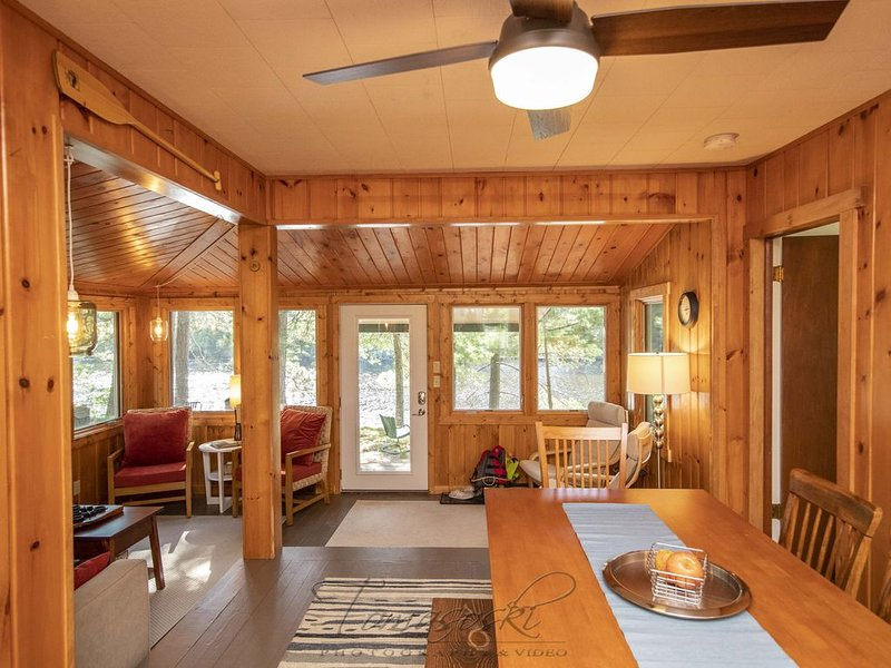 Derby & Pond Hockey Weekends Available - Sleeps 6 on Trail Head, vacation rental in Eagle River