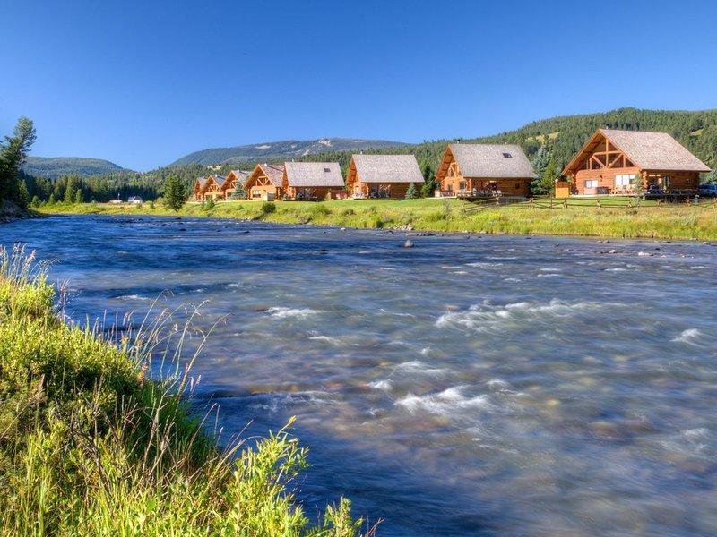 Luxury cabin on the Gallatin River in Big Sky, MT! Near Big Sky & Yellowstone!, alquiler vacacional en Big Sky