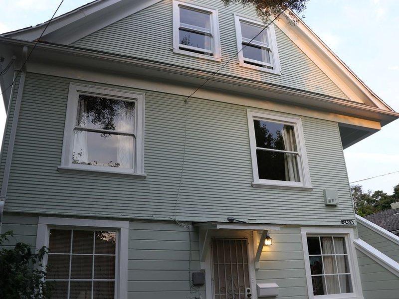 Entire two-story home Central Berkeley, alquiler de vacaciones en Albany