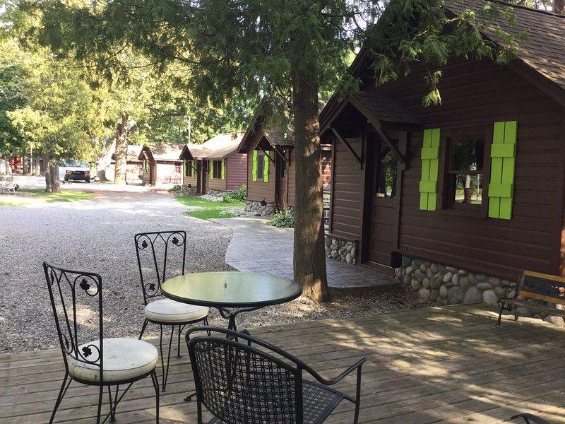 7 Modernized Cozy Cabins Together On The Platte River!, alquiler de vacaciones en Honor