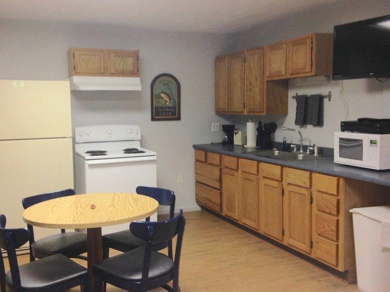 Kingsley's Corner Room 1 - Full Kitchen, casa vacanza a Bronson
