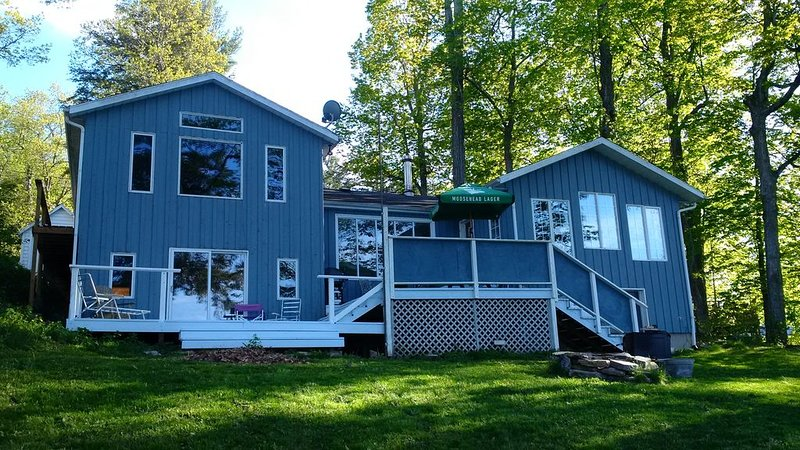 Charleston Lake Summer Retreat -, alquiler de vacaciones en Brockville