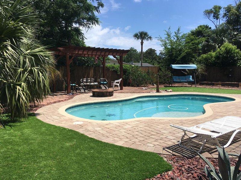 4 Bedroom Pool Home in Neptune Beach, Florida, casa vacanza a Atlantic Beach