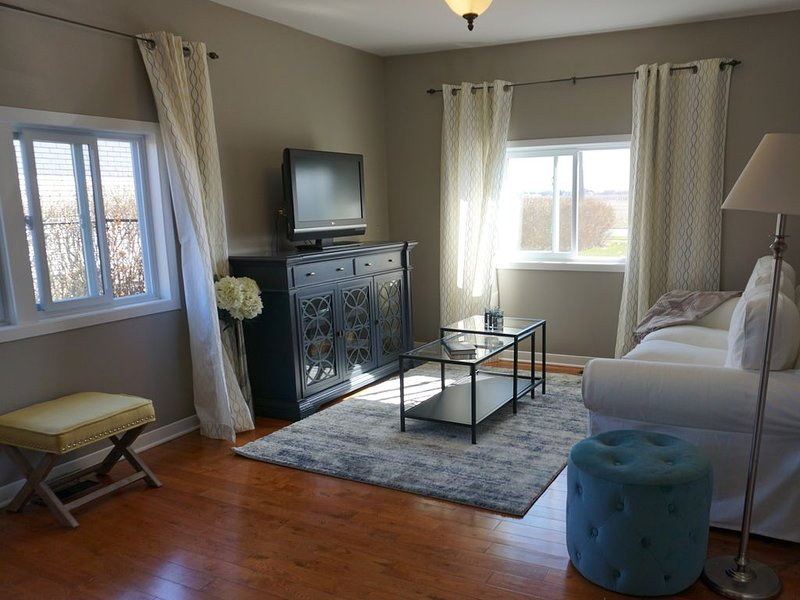 Bright Private Suite in the heart of Niagara's Wine Region, vacation rental in Lewiston