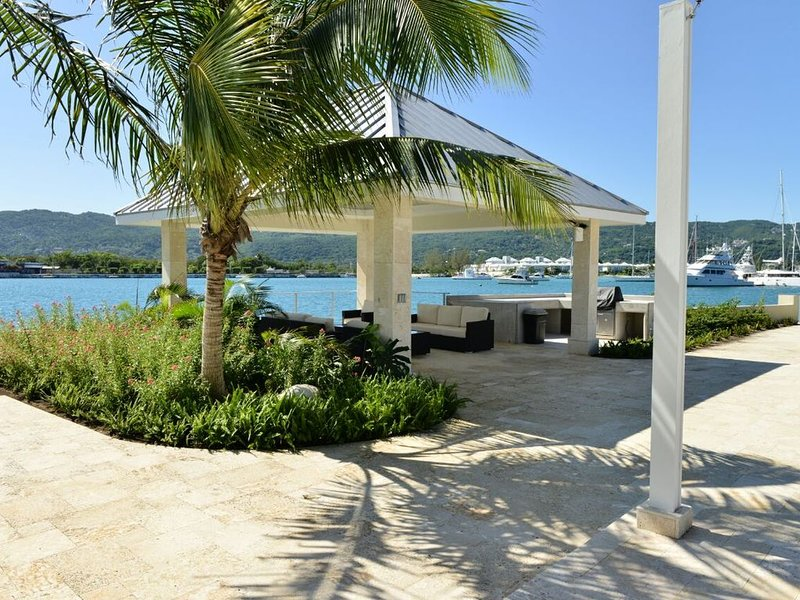 Luxury Oceanfront Townhouse - Montego Bay Jamaica!, casa vacanza a Wiltshire