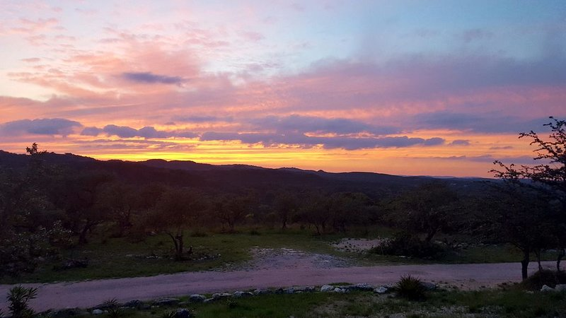 Western Sky in the beautiful Hill Country located in Blanco County. Blanco CO, holiday rental in Blanco