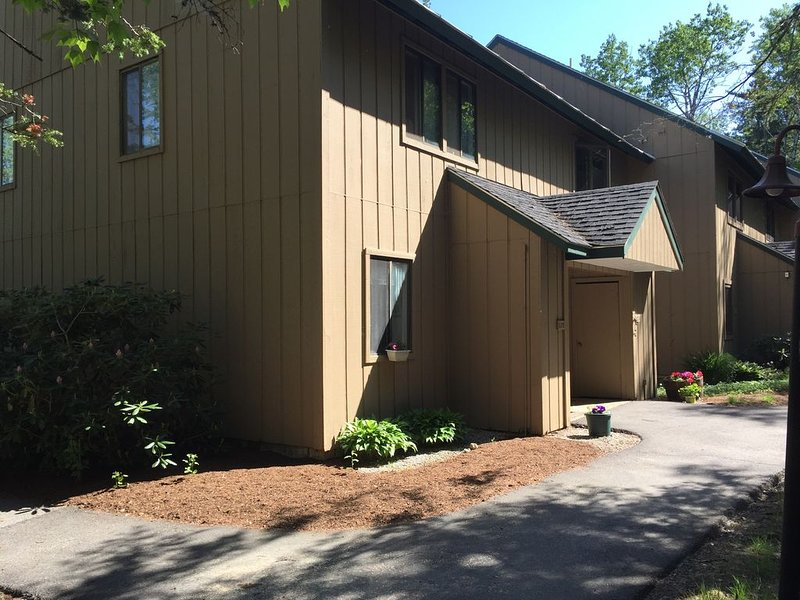 Escape to a beautiful condo in the White Mountains, vacation rental in Wonalancet