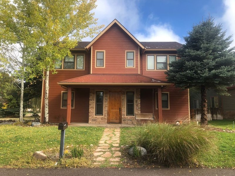 Newly Furnished  3 BR / 3 BA ~ Fly fishing, skiing and hiking getaway!, vacation rental in Carbondale