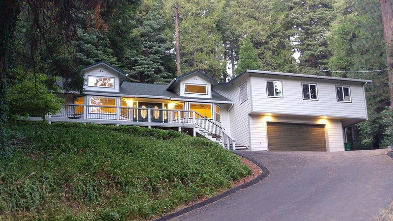 Come Escape! mountains, lakes, rivers, Apple Hill, wine, snow, ski, hike, relax!, holiday rental in Pollock Pines