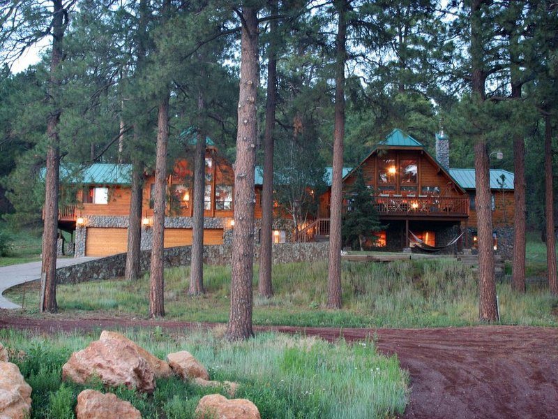 Flagstaff Getaway for Family or Retreats in secluded pine country!, vacation rental in Flagstaff