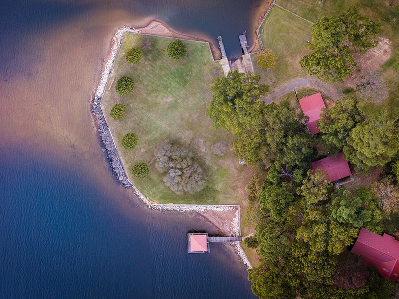 """Toledo Bend Lakefront Cabin near the """"Chicken Coop"""", with Private Boat Launch, holiday rental in Milam"""