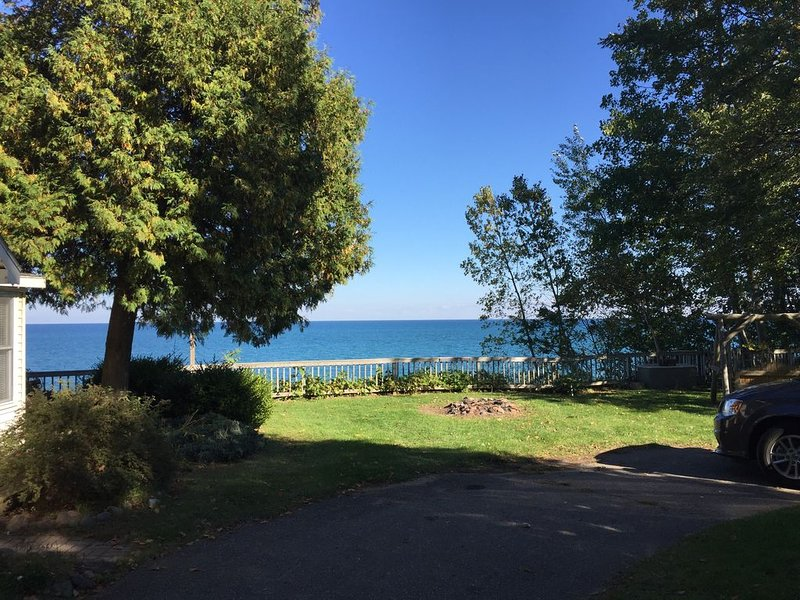 Cozy Cottage overlooking Lake Huron #3, casa vacanza a Carsonville