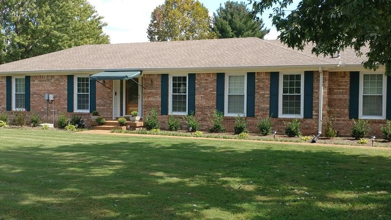 Steps Away From Loveless Cafe, vacation rental in Fairview