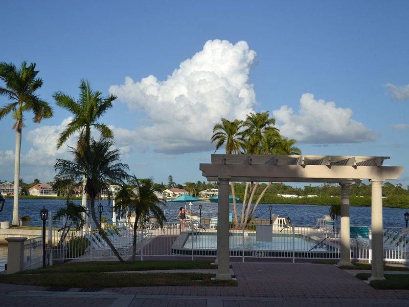 Paradise!  Remodeled 2 bedroom 2 bathroom with incredible views, vacation rental in Siesta Key