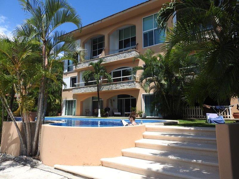 Beautiful 2 bedroom on Marina, walk to shops & restaurants, vacation rental in Xpu-Ha