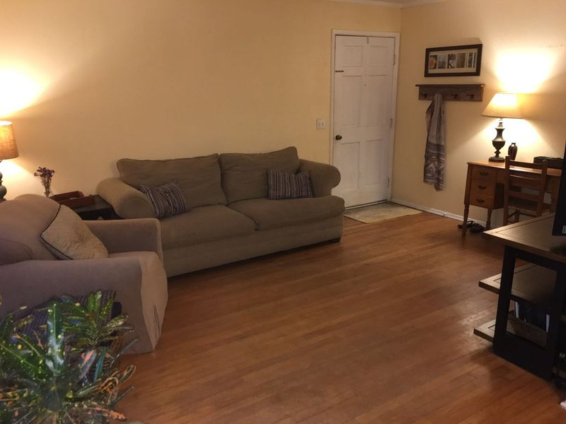 1.5 Miles from Downtown Auburn, holiday rental in Opelika