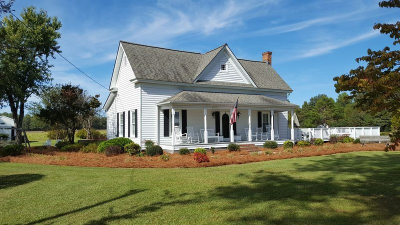 Farmhouse  on 62 acres - Beautiful Views - Near Campbell Univ. and Ft. Bragg, vacation rental in Fuquay-Varina
