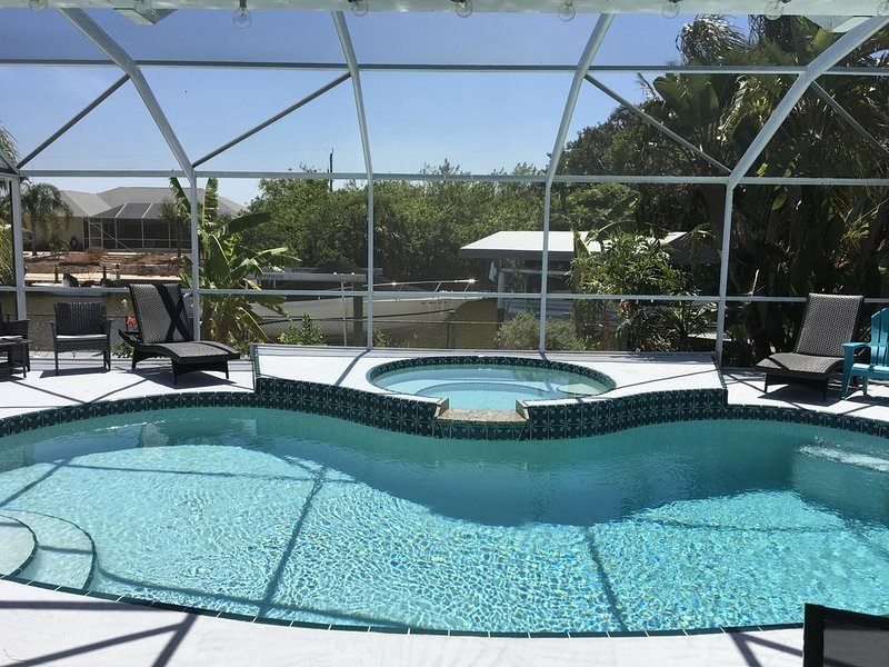 Beautiful relaxing waterfront home with pool, spa, boat dock and access to gulf, holiday rental in El Jobean