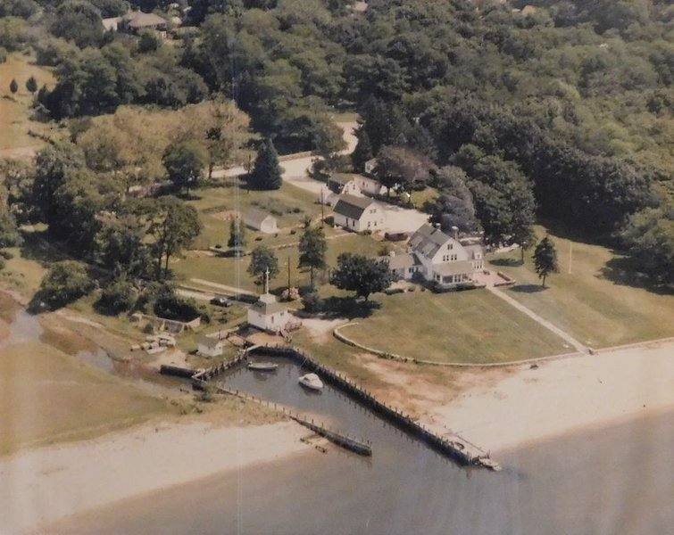 Waterfront Estate - One of a Kind Vacation House, holiday rental in Greenport