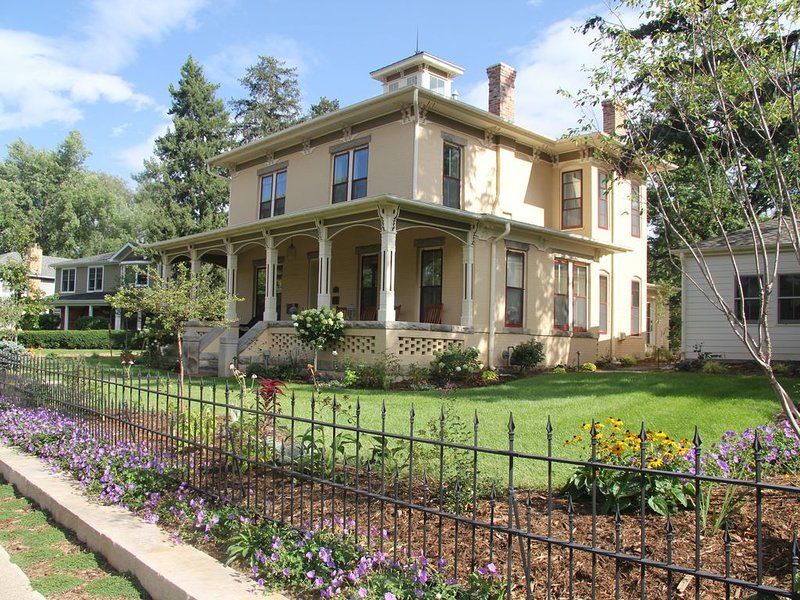 Fully Restored Historic Boulder Landmark Home - Downtown Boulder, holiday rental in Eldorado Springs