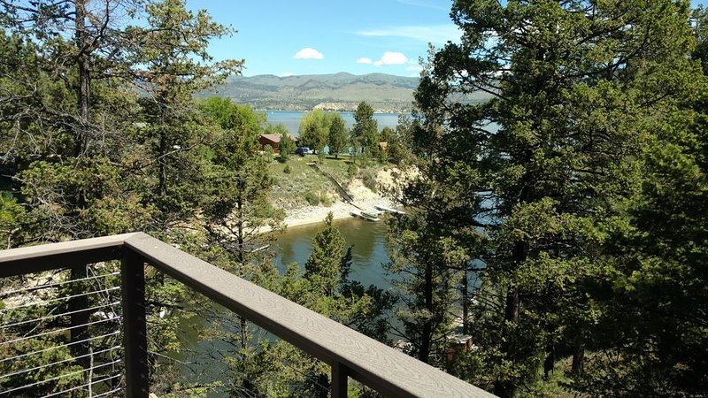 Lakefront Cabin on Candlelight, vacation rental in Helena