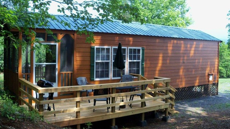 Three Chimneys Cabin with Beautiful Views of the Shenandoah Valley, holiday rental in Bentonville