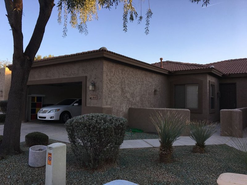 Beautiful Newly Updated, New Furniture Throughout, Dual Master Suite In 55+ Comm, alquiler de vacaciones en Mesa