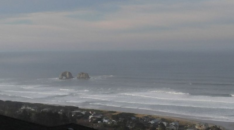 Spectacular ocean views including Twin Rocks & Neahkahnie mountain., location de vacances à Rockaway Beach