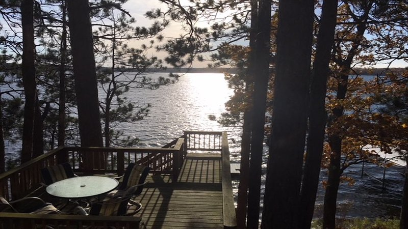 Round Lake Cabin Getaway, casa vacanza a Hayward