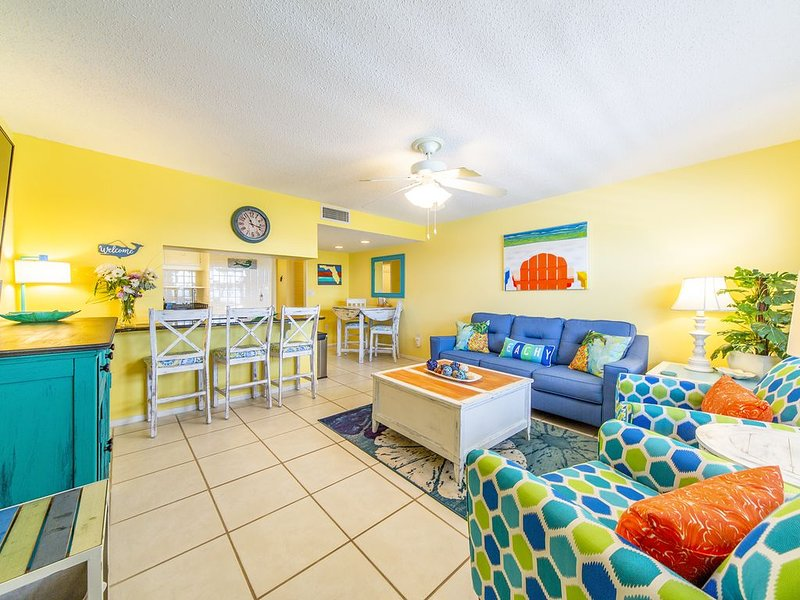 Dempsey's Hideaway-Everything's 'Just Beachy' -- Pool Is OPEN!!!, vacation rental in Treasure Island