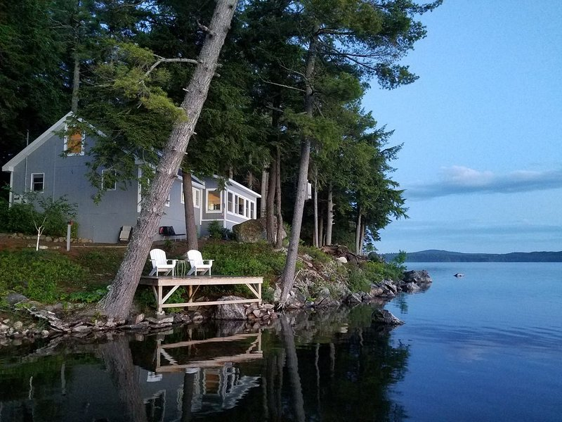 A perfect place for a couples getaway!  Picturesque Lakefront cottage., location de vacances à Bradley