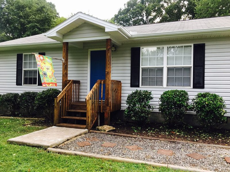 Quiet, Cozy, and Family Friendly in Hendo, Ferienwohnung in Hendersonville