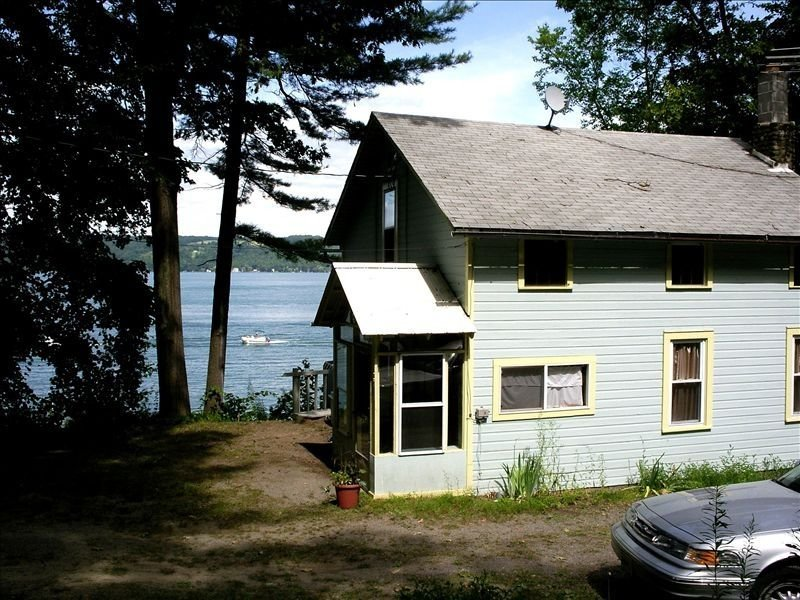 Twin Pines, Charming Cayuga Lakefront Cottage w/amazing views, holiday rental in Trumansburg