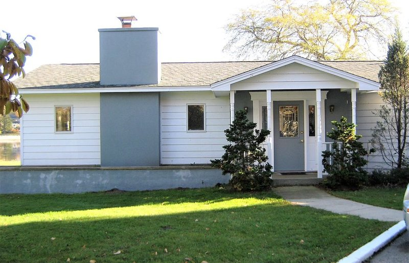 Relax and enjoy yourself down by the Kalamazoo River, holiday rental in Douglas