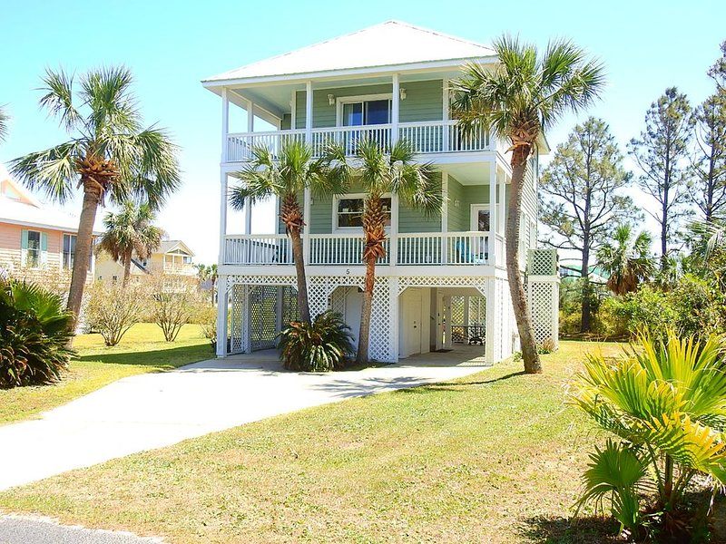 BEACH OPEN ON THIS PRIVATE ISLAND!, holiday rental in Harbor Island