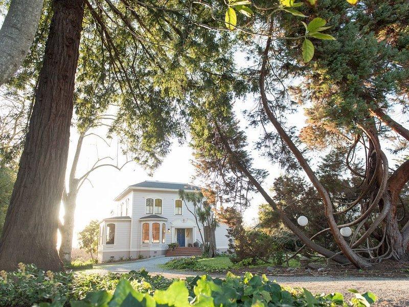 The Oceanview Santa Cruz, Stunning Views Sleeps 8, alquiler de vacaciones en Ben Lomond